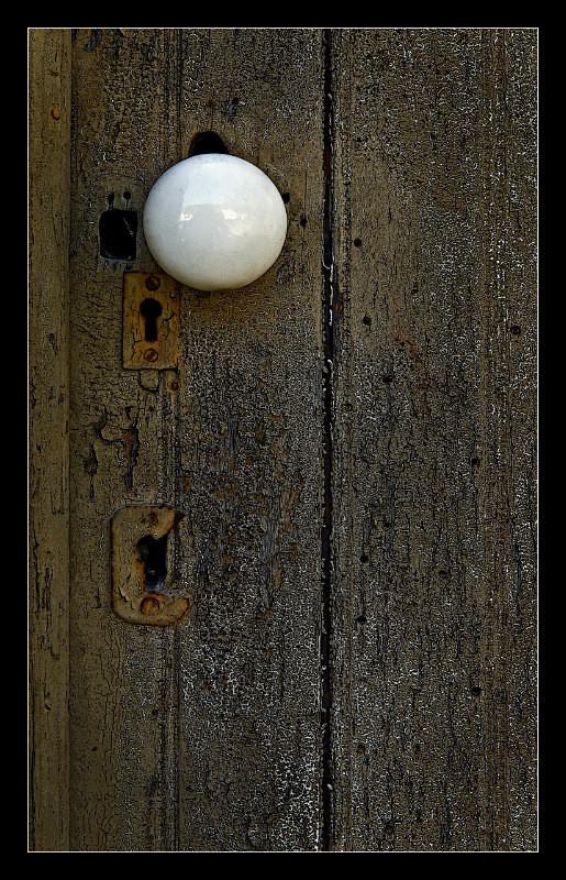 White Doorknob - Details