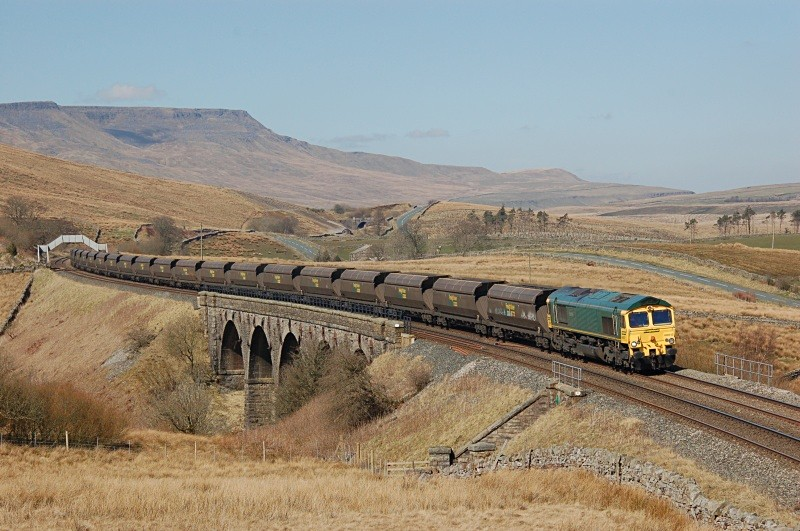 2.4.09 - 66612 6E31 Ravenstruther - Ratcliffe, Lunds - Lunds - Southbound
