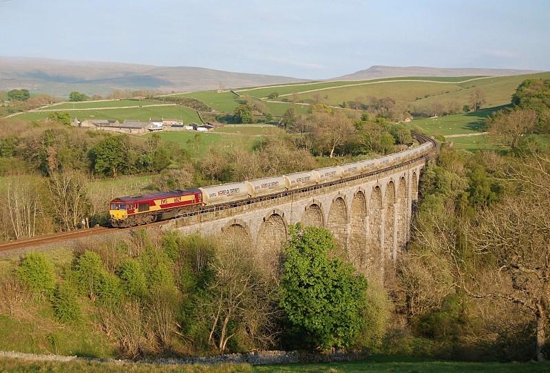 28.4.11 66129 6S00 Clitheroe - Mossend, Smardale Viaduct - Smardale viaduct