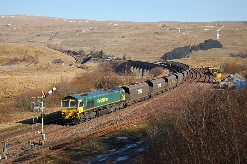 28.2.13 - 66524 6E76 Hunterston - West Burton, Garsdale - Garsdale - 'Chicken Shed'