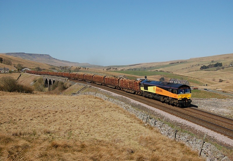 JL - 8.4.11 66845 6J37 Carlisle - Chirk Lunds - Lunds - Southbound