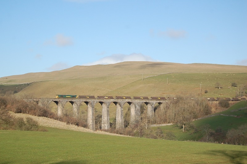 30.4.13 - 66xxx 6E63 Hunterston - Ratcliffe, Smardale Viaduct - Smardale viaduct