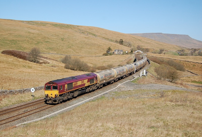 18.4.14 - 66109 6M00 Mossend - Clitheroe, Moorcock tunnel - Lunds - Southbound