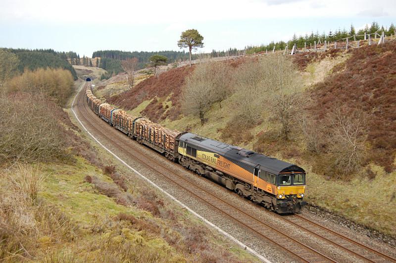 JL 17.4.15 - 66849 6J37 Carlisle - Chirk, Rise Hill tunnel south - Rise Hill Tunnel South