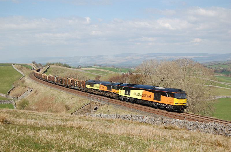 JL 22.4.15 - 60002 & 66849 6J37 Carlisle - Chirk, Birkett Common - Birkett Common (southbound)