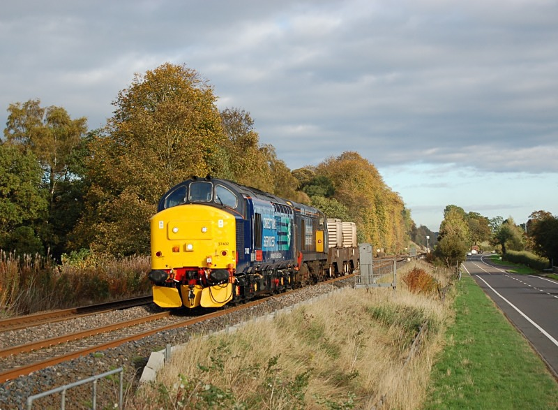 24.10.13 - 37402 & 20301 6M60 Seaton on Tees - Sellafield, Hole House - Tyne Valley