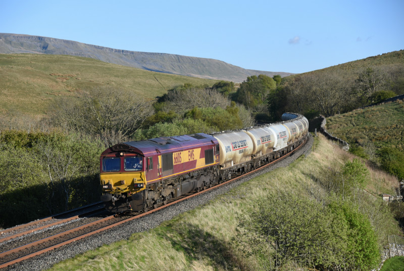 JL - 5.5.17 66105 6S00 Clitheroe - Mossend, Birkett Common - Birkett Common (northbound)