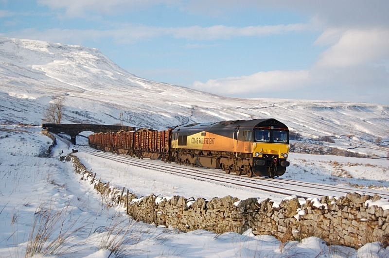 22.1.13 - 66849 'Wylam Dilly' 6J37 Carlisle - Chirk, Ais Gill - Ais Gill (road bridge southbound)