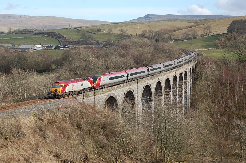 30.3.08 57308 & 390029 1S15 10.31 Euston - Glasgow, Smardale Viaduct - Smardale viaduct