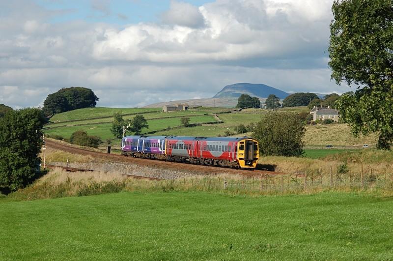 6.9.07 158752 & 158902 14.00 Carlisle - Leeds, Settle Junc - Settle Junction