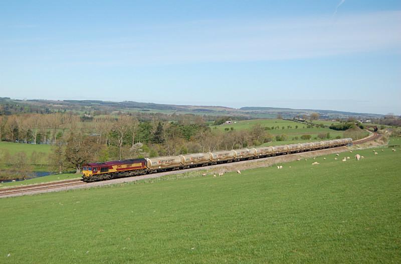 JL 8.5.15 66041 6M00 Mossend - Clitheroe, Staingills - Staingills Farm