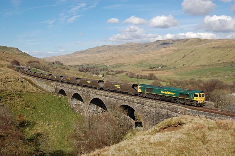 11.4.09 66563 6E73 Chalmerston - West Burton, Ais Gill Viaduct - Ais Gill - Viaduct