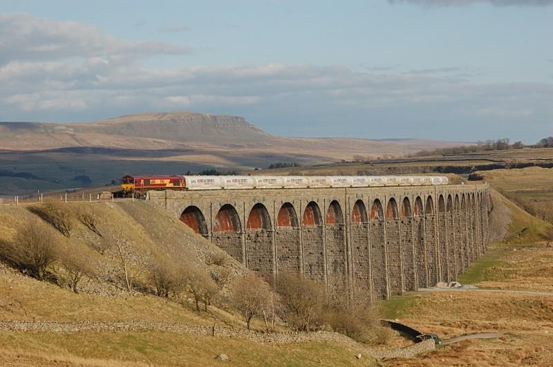 21.4.10 66101 6S00 Clitheroe - Mossend, Ribblehead Viaduct - Ribblehead Viaduct