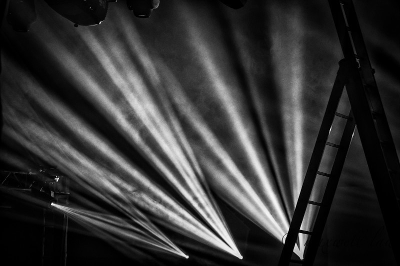 Preparing the stage - Photojournal