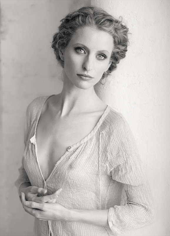 Fredau in Natural Light - MONO