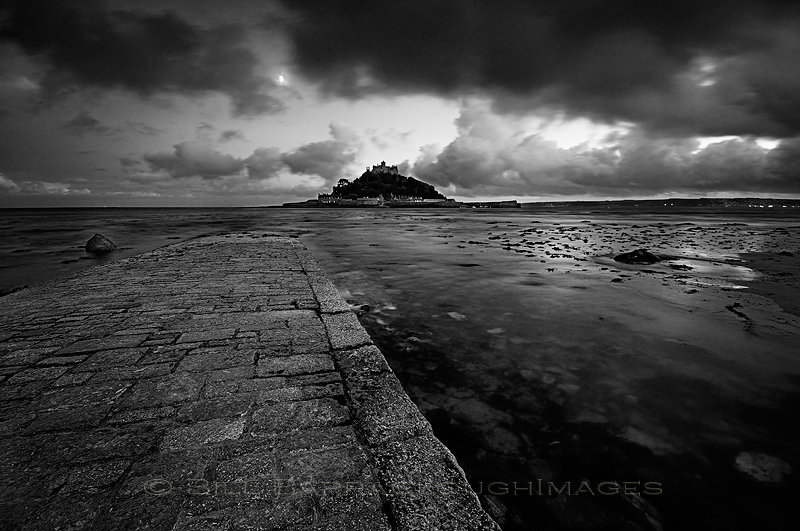 Night Comes In - Landscapes in monochrome