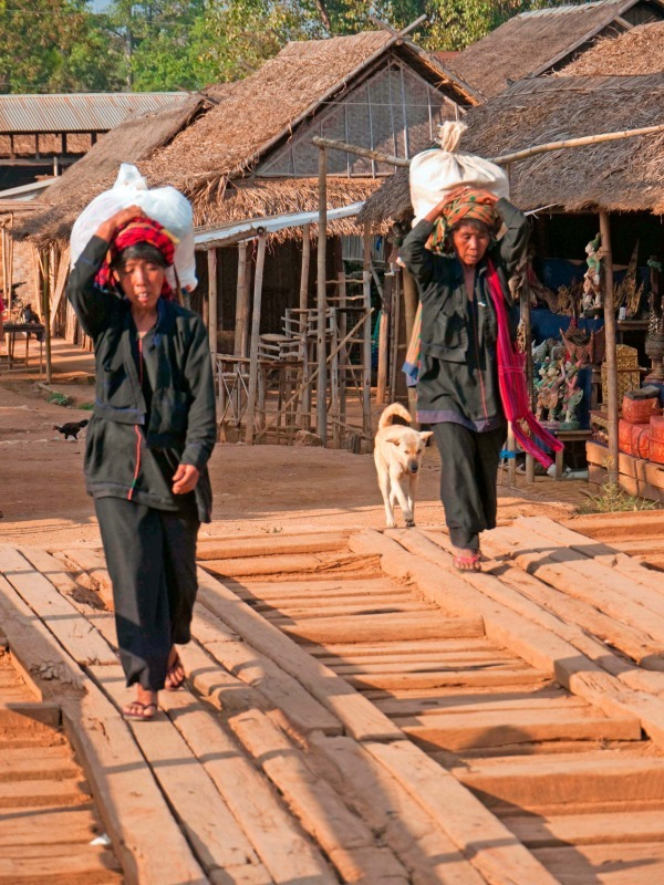 Intha women at Inthein near Inle Lake