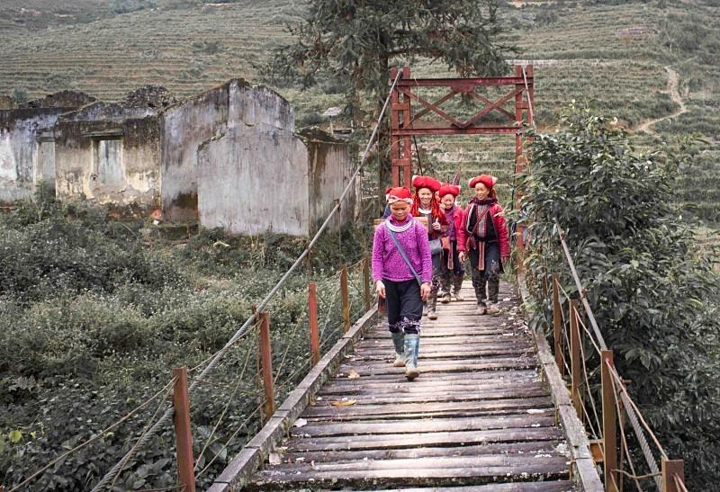 Red Dao near the China border - Vietnam January 2013