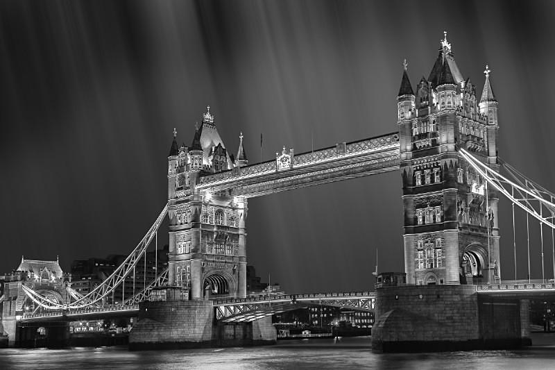 London Rain. - Black & White