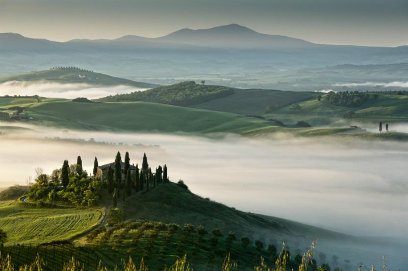 Whispering. - Tuscany