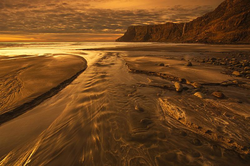 Reflected Glory . - Scottish Highlands
