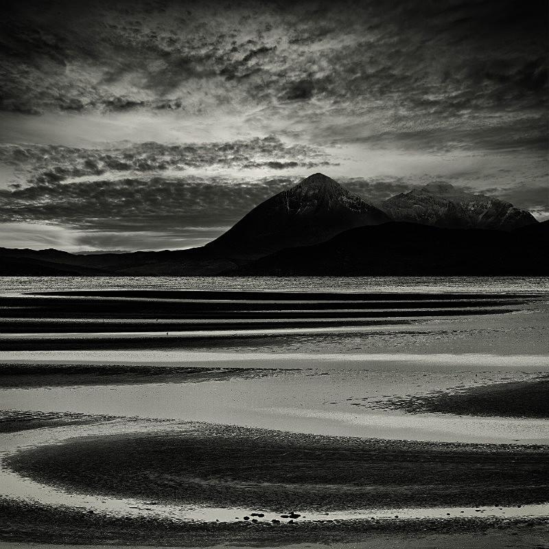 The Vision . - Square minimal black & white .