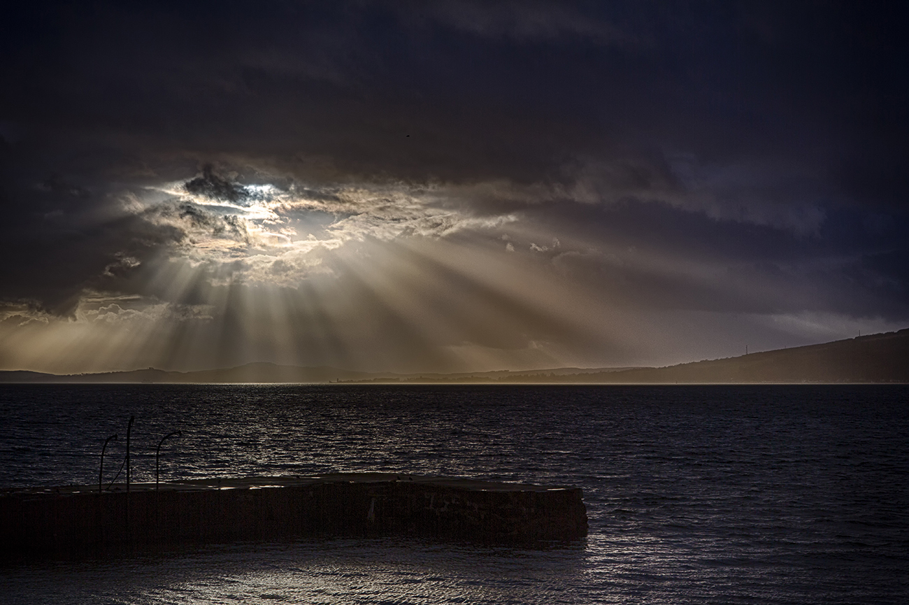 Crepuscular rays - Featured Images