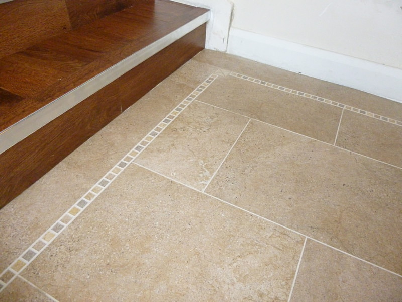 Karndean Knight Tile Bath Stone St12 Vinyl Flooring: Bath Stone (ST12) With 3mm DS10 Design Strips And Light