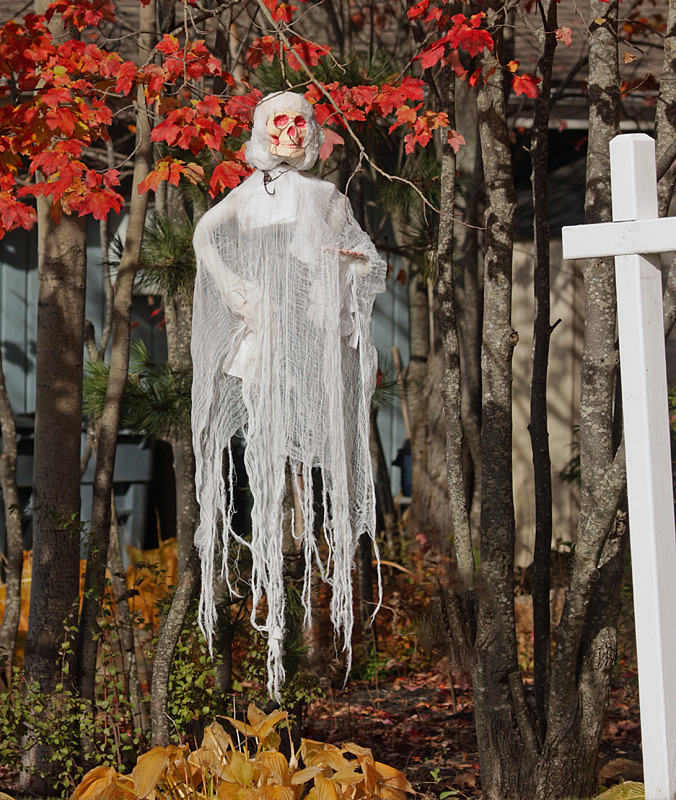 Ghostly Appearance - Halloween Decorations - Autumn Festival