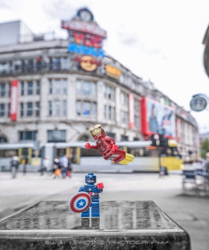 MANCHESTER CAPTAIN AMERICA & IRONMAN - MANCHESTER MINI FIGURE ADVENTURES
