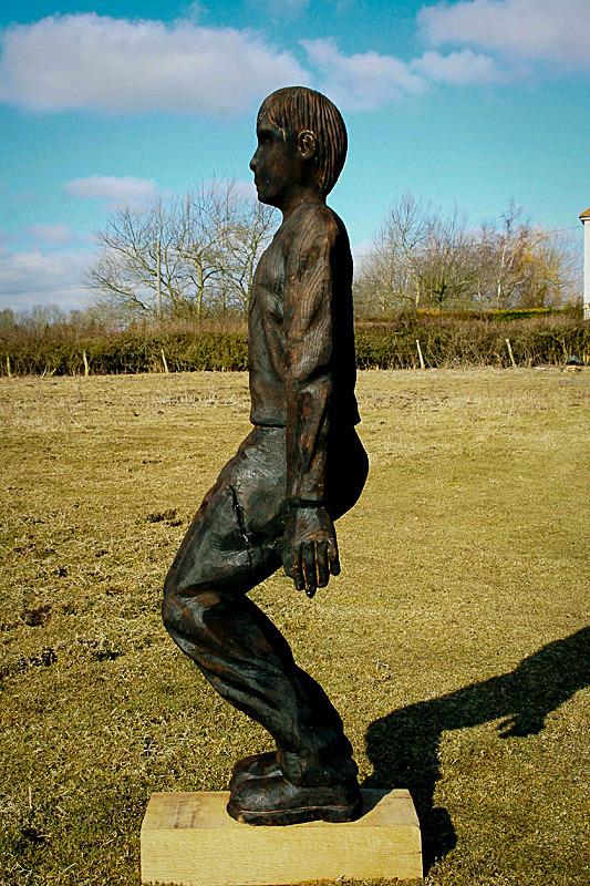 CROUCHING MAN - Figures