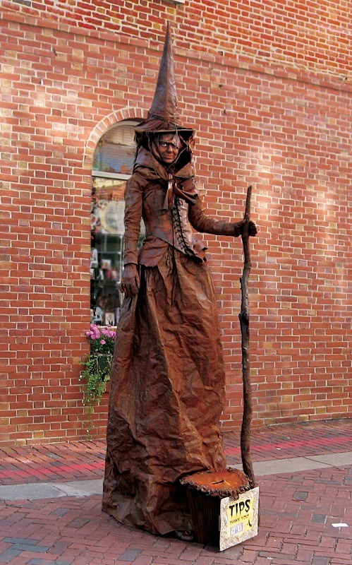 For tips (Salem Human Statue) - detaill - Halloween