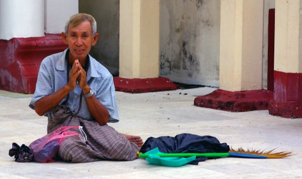 Man begging at the Shwedagon, Rangoon - Burma