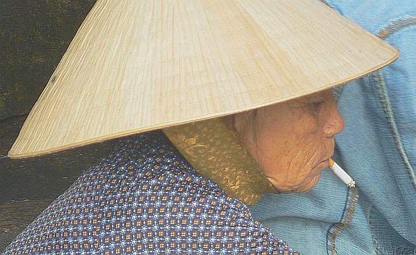 Old lady, Hoi An - Cambodia and Vietnam