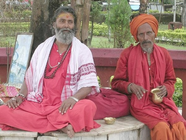 Men in Red - India (Assam, Brahmaputra cruise, Agra and Jaipur)