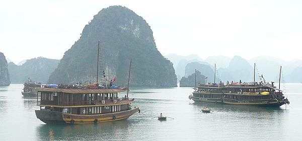 Halong Bay, dawn - Cambodia and Vietnam