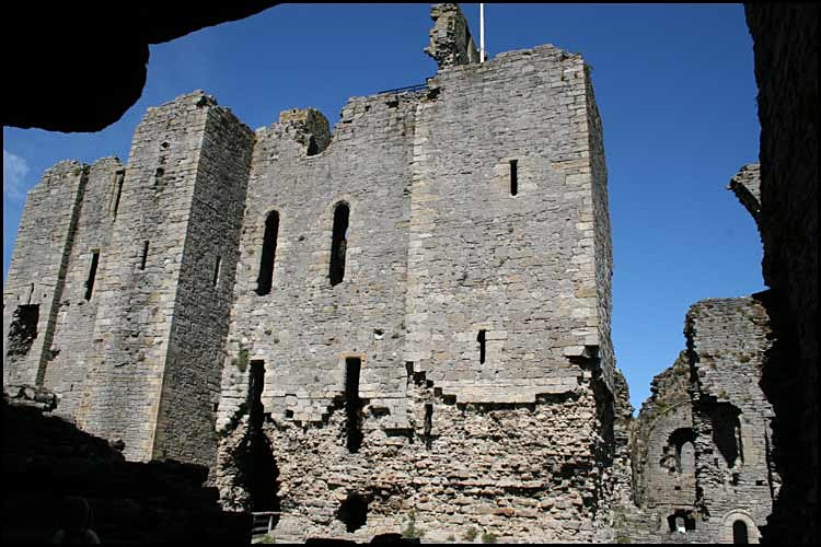 middleham castle 2 - Middleham Castle