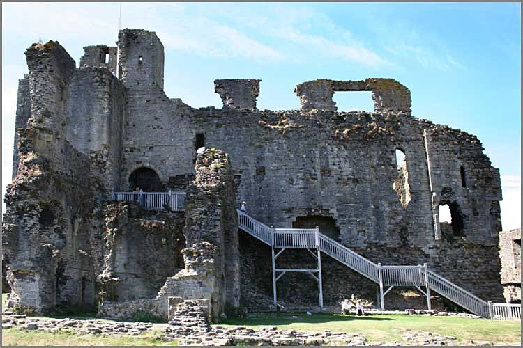 middleham castle 8 - Middleham Castle