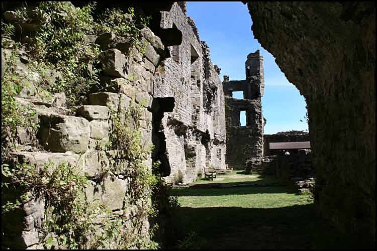 middleham castle 6 - Middleham Castle