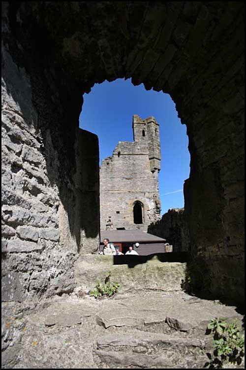 middleham castle 4 - Middleham Castle