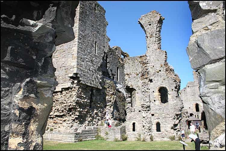 middleham castle 3 - Middleham Castle