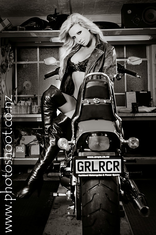 - Kelly Windsor - Harley Shoot