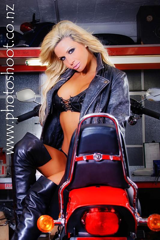 - Kelly Windsor - Harley Shoot