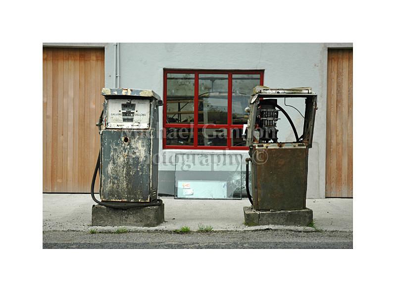 03054 1 - Derelict Petrol Pumps