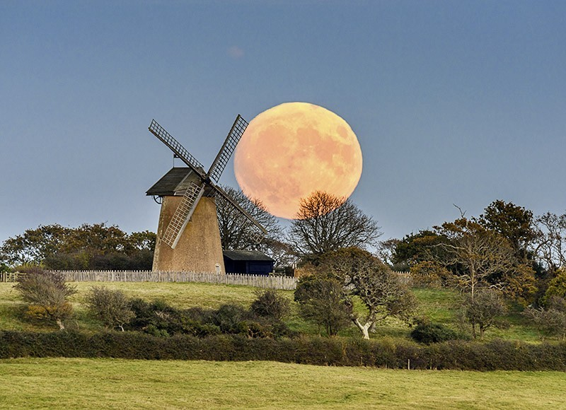 1773 Supermoon at Bembridge Windmill - The Isle of Wight at Night landscapes