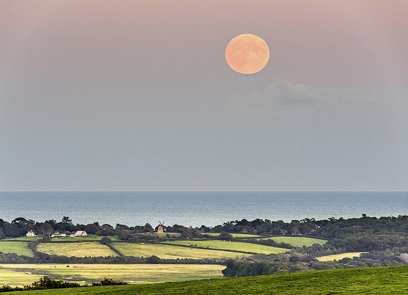 1609 Supermoon rise Bembridge Windmill - The Isle of Wight at Night landscapes