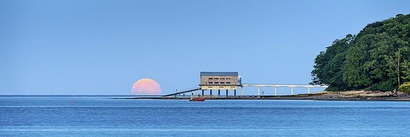 1550 Strawberry Moonrise Bembridge Lifeboat Station - The Isle of Wight at Night panoramics