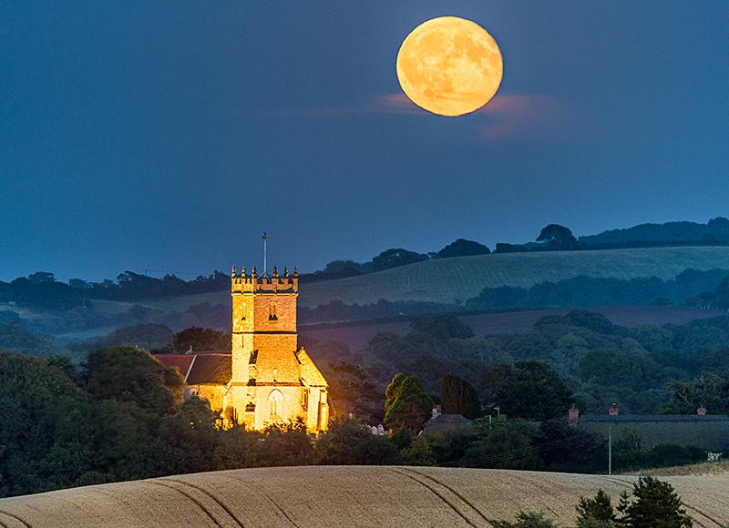 1726 Moonrise over Godshill Church - Sandown, Shanklin and Godshill landscapes
