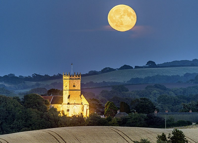 1726 Moonrise over Godshill Church - The Isle of Wight at Night landscapes