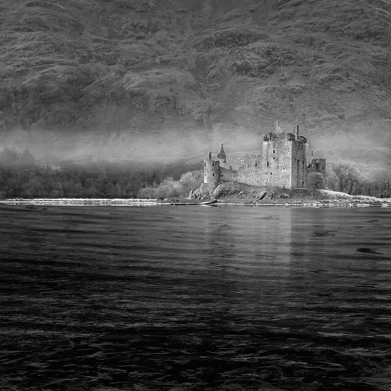 Kilchurn in the mist - Black and White